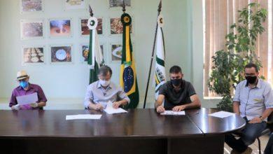 Photo of Prefeito Tauillo assina ordem de serviço para terceira fase do recape asfáltico no Lar Paraná