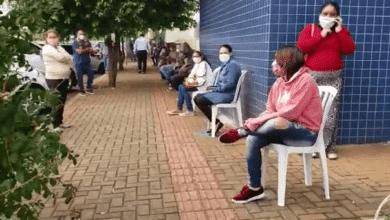 Photo of Prefeitura disponibiliza cadeiras para mourãoenses que aguardam atendimento na Caixa; vídeo