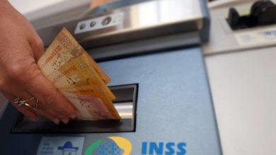 Foto de INSS começa a pagar primeira parcela do 13º para quem ganha mais de R$ 1.045; Confira calendário