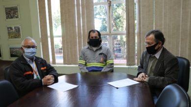 Photo of Prefeito recebe termo de conferência de carga de iluminação pública