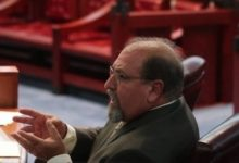 Photo of Juiz que perguntou se vítima de estupro 'fechou as pernas' perde a licença