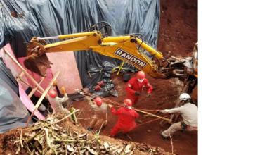 Foto de Bombeiros localizam e retiram corpo jogado em poço de chácara; vídeo