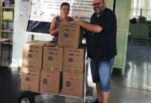 Photo of Casal de servidores municipais doa 310 livros para a Biblioteca