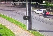 Photo of Motociclista é derrubado após pedir para motorista usar a seta, veja o vídeo