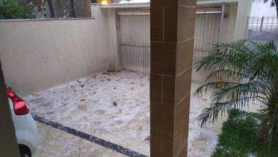 Foto de Chuva de granizo deixou ruas cobertas de pedras de gelo em Umuarama; vídeo