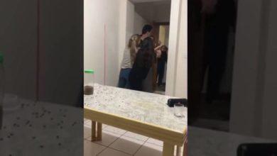 Photo of Policial invade apartamento e agride com cassetadas alunas que comemoravam TCC; vídeo