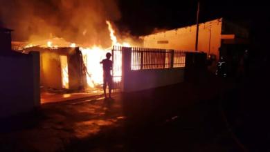 Foto de Usuário de drogas é suspeito de ter incendiado residência dos pais em Campo Mourão; vídeo