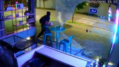Foto de Ladrão atrapalhado bate a cabeça em vidro após tentar roubar confeitaria; veja o vídeo